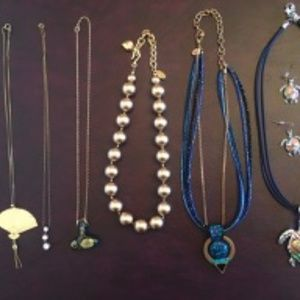 Fashion Necklaces - 11 Assorted
